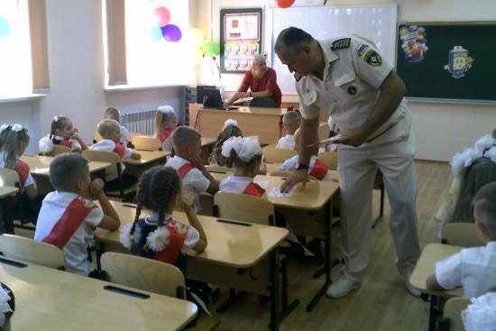 Сотрудники ГИМС проводят уроки безопасности со школьниками Севастополя