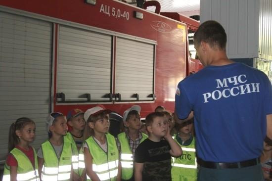 Очередная экскурсия для воспитанников детского сада в пожарно-спасательную часть
