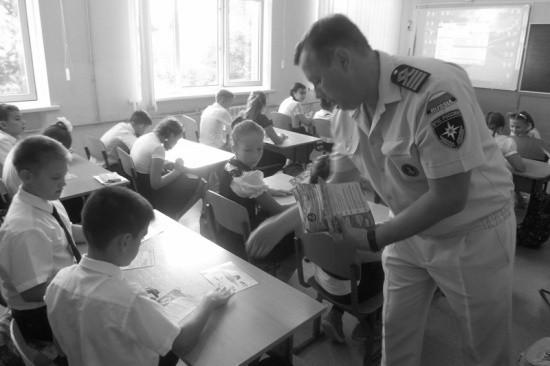 Сотрудники ГИМС продолжают профилактические уроки в школах Севастополя