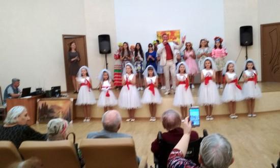 В честь Дня пожилого человека прошел праздничный концерт
