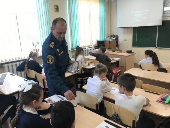 Сотрудники ГИМС возобновили профилактические уроки безопасности