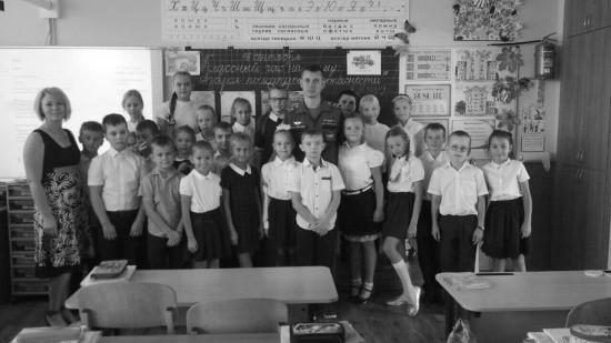Сотрудники МЧС продолжают проводить уроки для севастопольских школьников