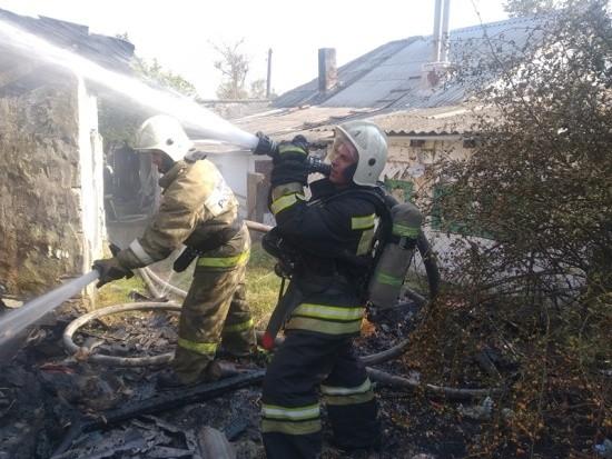 На улице Таманская потушен пожар в хозпостройке
