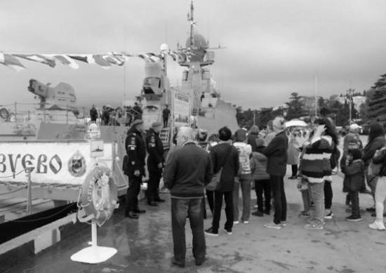 В Ялте прошла военно-патриотическая акция «Нет выше чести Родине служить!»