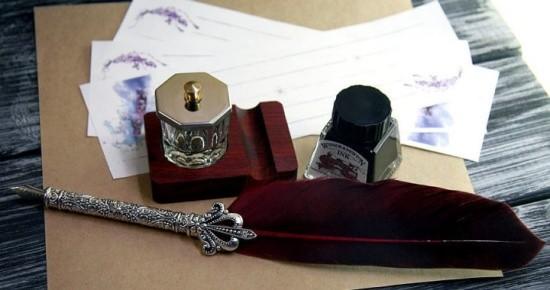Севастопольцам показали уникальные письменные принадлежности XIX века