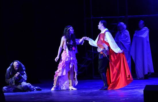 Севастопольцам показали спектакль «Собор Парижской Богоматери»