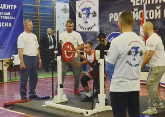 В Севастополе стартовал чемпионат Вооруженных Сил по пауэрлифтингу