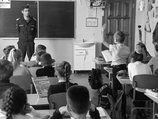 В Севастополе школьникам напомнили о правилах безопасного поведения на воде