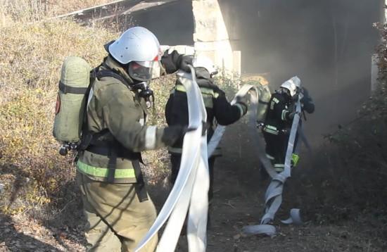 Севастопольские газодымозащитники МЧС продемонстрировали свои умения и навыки (видео)