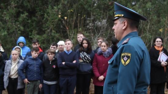 Севастопольские спасатели провели тренировочную эвакуацию в школе-интернате (видео)
