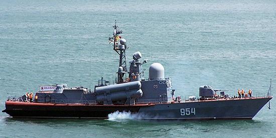 Экипаж ракетного катера «Ивановец» провёл учение по РХБ защите в море