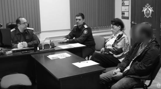 СК опубликовал оперативное видео из Крыма, где мужчину обвиняют в убийстве пятилетней падчерицы
