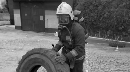 В Севастополе сотрудники МЧС соревновались в силовом многоборье