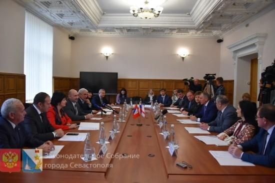 Парламенты Севастополя и Крыма подписали соглашение о сотрудничестве