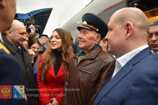В Севастополе встретили первый пассажирский поезд из Санкт-Петербурга