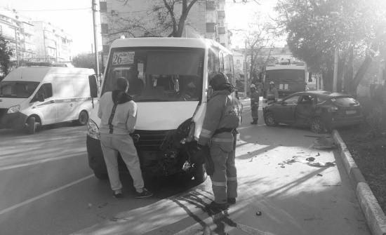 В Севастополе сотрудники МЧС оказали помощь пострадавшей в ДТП