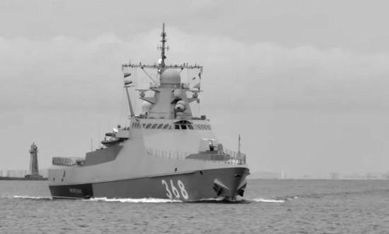 Патрульный корабль «Василий Быков» и спасательное судно «СБ-739» проходят черноморские проливы
