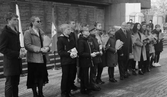 Губернатор Развожаев вручил паспорта юным севастопольцам