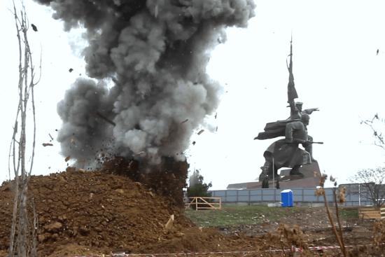 В центре Севастополя уничтожили бомбу