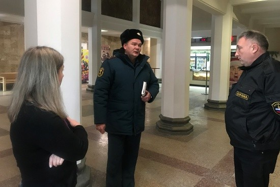 Сотрудники МЧС проводят рейды в учреждениях культуры и досуга Севастополя