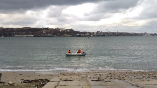 В Севастополе продолжаются поиски мужчины, пропавшего в море на каяке