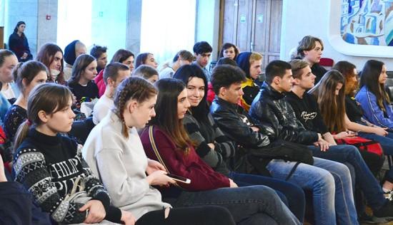 В ДКР состоялась патриотическая программа «Город мужества и славы!»