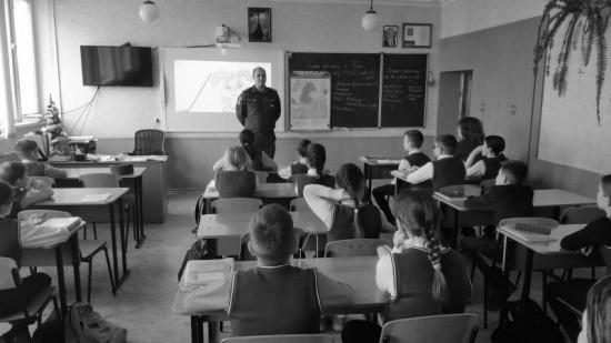 Спасатели продолжают просветительскую работу в школах Севастополя