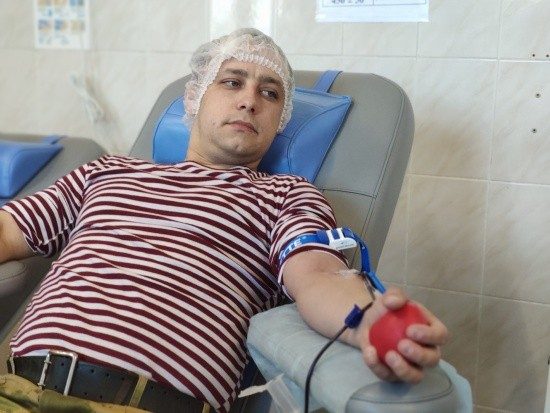 В Крыму и Севастополе сотрудники Росгвардии сдали донорскую кровь