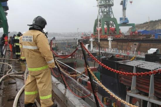 В Севастополе произошло возгорание на гражданском сухогрузе