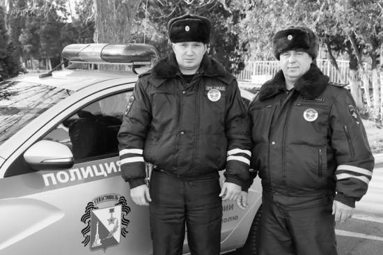 Севастопольские сотрудники ДПС пришли на помощь автоледи