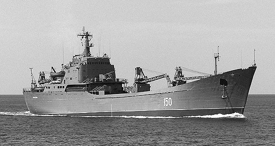 Корабли ЧФ отработали всестороннюю оборону отряда десантных кораблей на переходе морем
