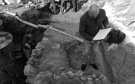 Археологи Херсонеса изучают объекты на площади Лазарева в Севастополе