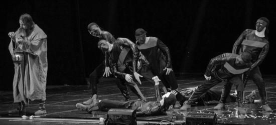 В Севастополе прошло шоу «Свет и Тьма»
