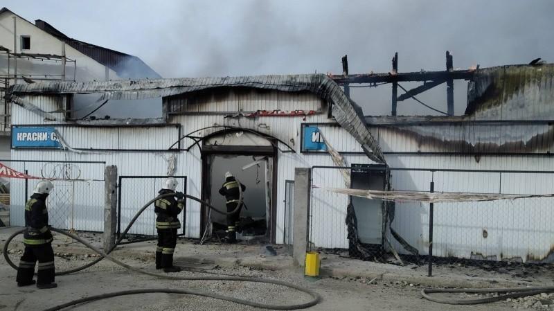 В Севастополе произошел пожар в магазине стройматериалов