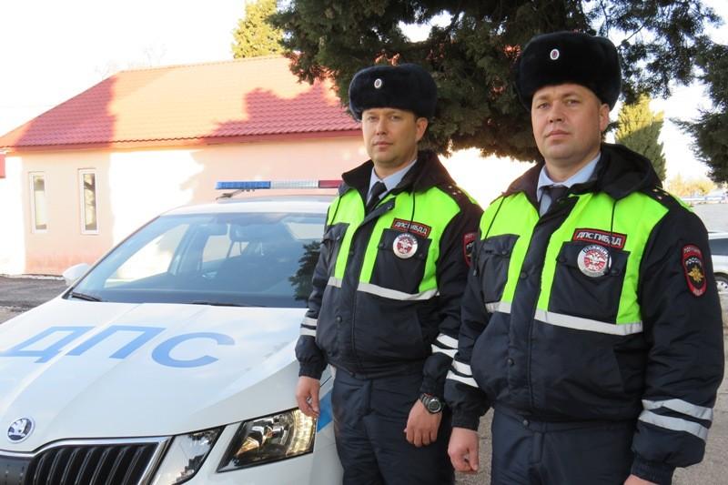 Сотрудники севастопольского ГИБДД помогли водителю в трудной ситуации