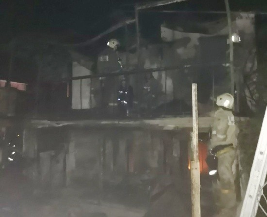 В Севастополе при пожаре в садовом доме погибла женщина