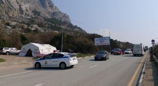 На подъездах к Севастополю организованы пункты проверки граждан