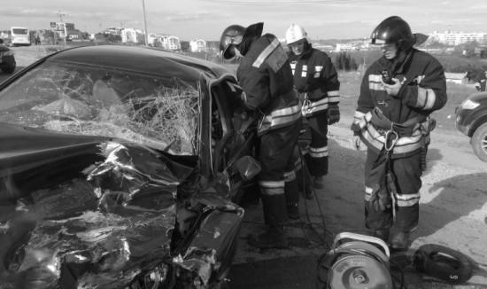 В Севастополе спасатели МЧС оказали помощь пострадавшим в ДТП