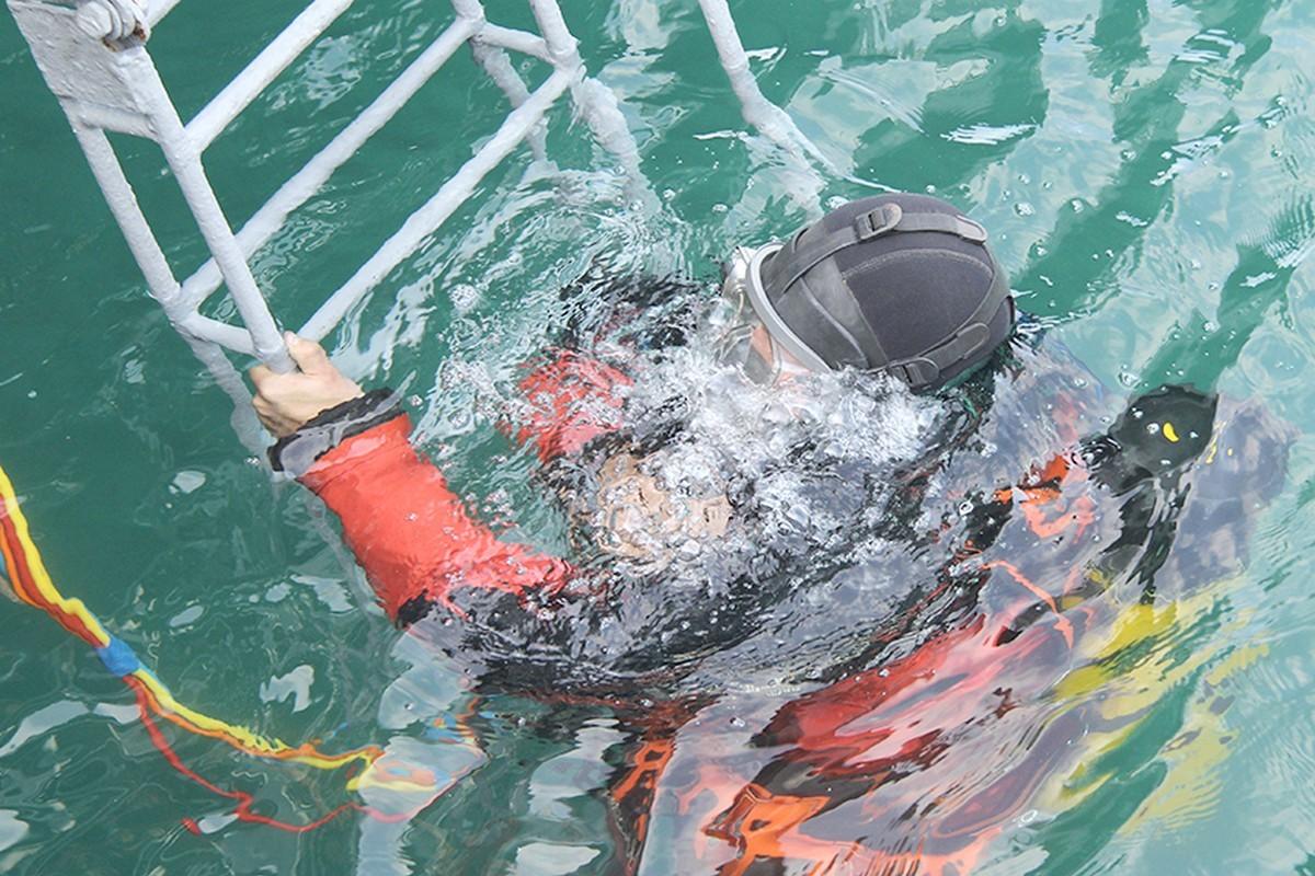 На Черноморском флоте отрабатывают погружения водолазов на глубины до 60 метров