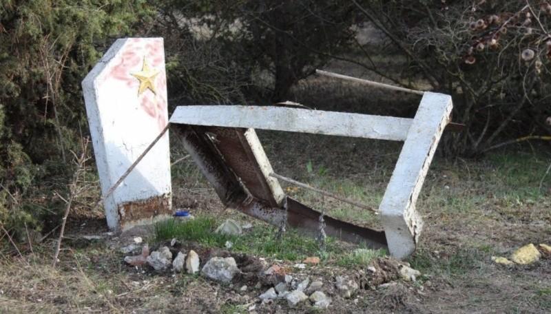 Разрушенную Могилу Неизвестного Солдата должны восстановить до 9 мая
