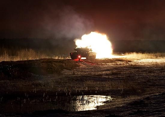 Танкисты провели ночные стрельбы на полигоне в Крыму