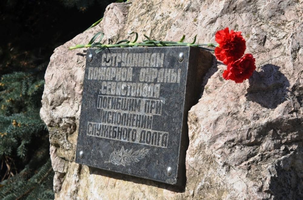 В Севастополе вспоминают сотрудников МЧС, погибших при исполнении служебных обязанностей