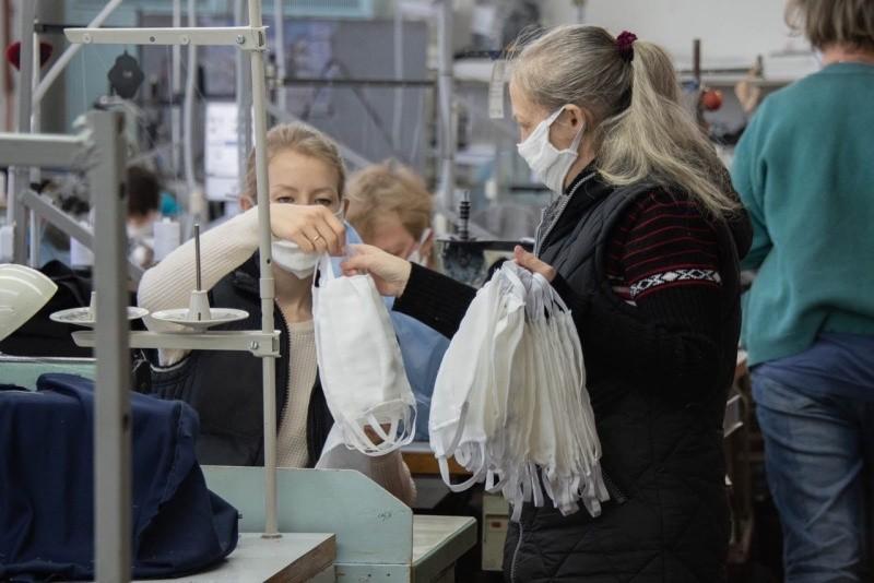 В Севастополе на полную мощность приступили к пошиву медицинских масок