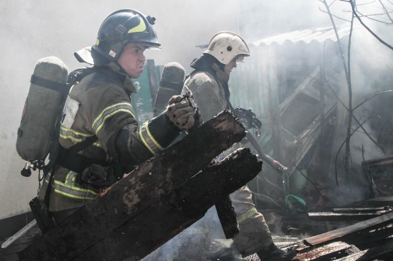 В Севастополе произошёл пожар в частном домовладении
