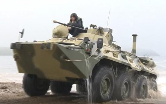 Морские пехотинцы ЧФ отработали вождение бронетранспортёров на плаву