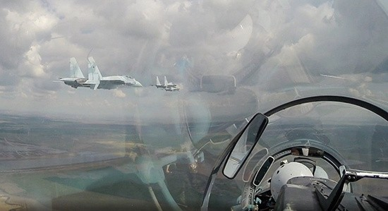 В Новороссийске прошла первая групповая тренировка пролета авиации запланированного на День Победы