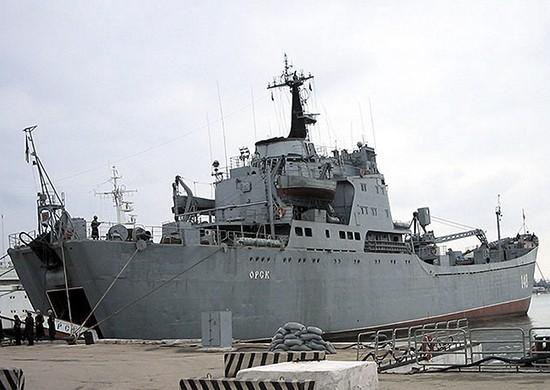 В Севастополе моряки большого десантного корабля «Орск» спасли тонущего рыбака