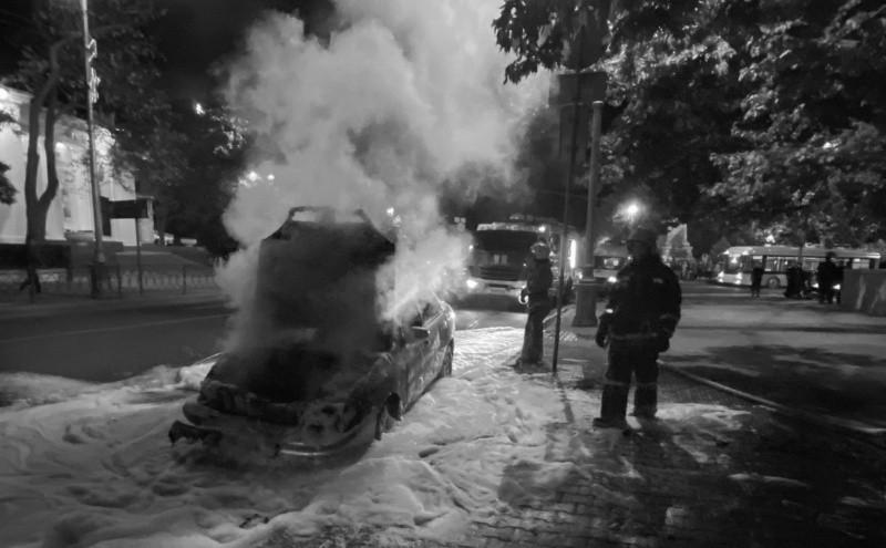 Автомобиль загорелся после ДТП в центре Севастополя