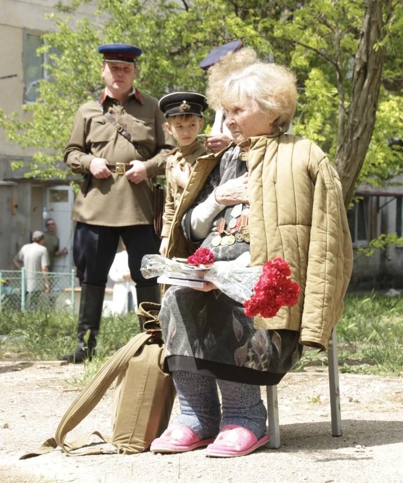 Севастопольские спасатели присоединились к чествованию ветеранов