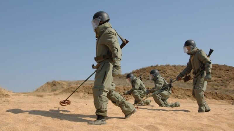 Военнослужащие морского инженерного полка ЧФ проводят учения в Крыму